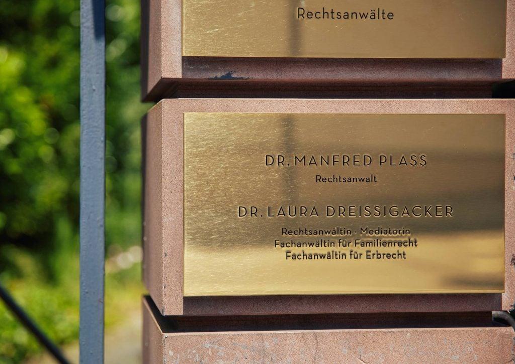 Kanzlei PBD Wiesbaden Toreinfahrt