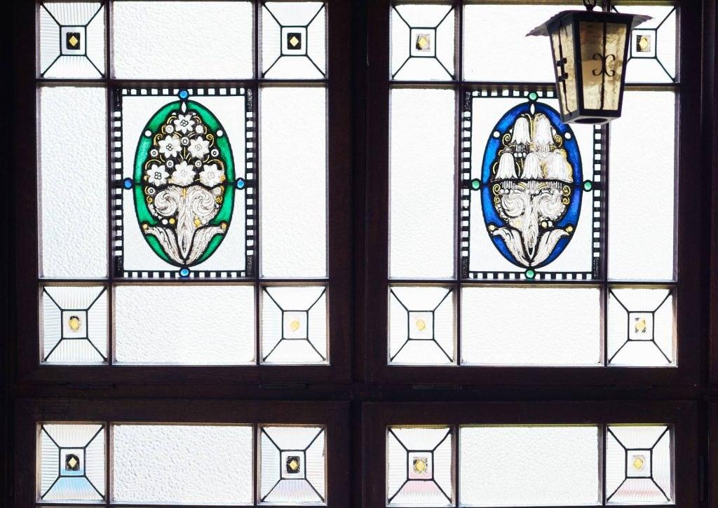 Kanzlei PBD Wiesbaden Treppenhaus Bleiglasfenster